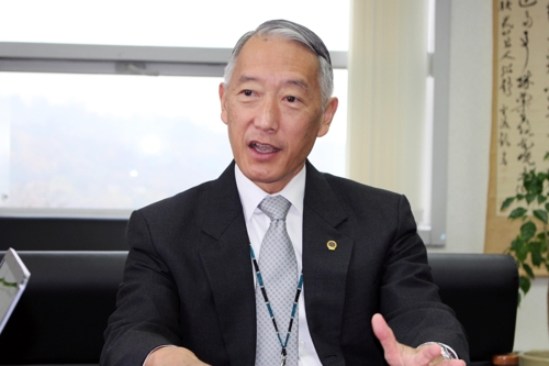 Jerome H. Kim, director general of the International Vaccine Institute (IVI), talks to Yonhap News Agency in an exclusive interview on Nov. 5, 2017, as the nonprofit dedicated to research in vaccine development and delivery for the developing world celebrates its 20th anniversary. (Yonhap)