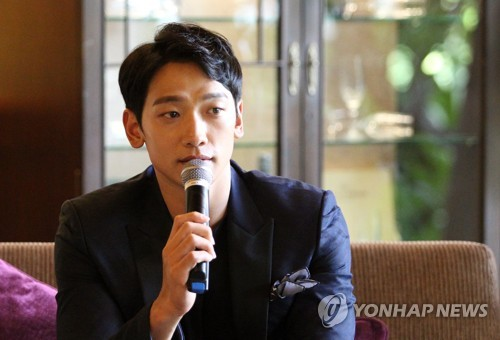 """South Korean singer Rain talks during an interview with Yonhap News Agency in a hotel in Bangkok, Thailand, on his visit to """"Viral Fest Asia 2017"""" on June 4, 2017. (Yonhap)"""