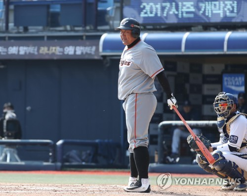 In this file photo taken March 21, 2017, Cho In-sung of the Hanwha Eagles steps into the batter's box against the NC Dinos in the top of the sixth inning of their Korea Baseball Organization preseason game at Masan Stadium in Changwon, South Gyeongsang Province. Cho announced his retirement Nov. 8, 2017. (Yonhap)