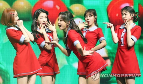 "Gugudan performs during a media showcase in Seoul for its first single album titled ""Act. 3 Chococo Factory"" on Nov. 8, 2017. (Yonhap)"