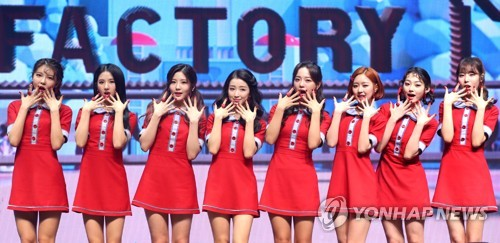 "Gugudan pose for photographers during a media showcase in Seoul for its first single album titled ""Act. 3 Chococo Factory"" on Nov. 8, 2017. (Yonhap)"