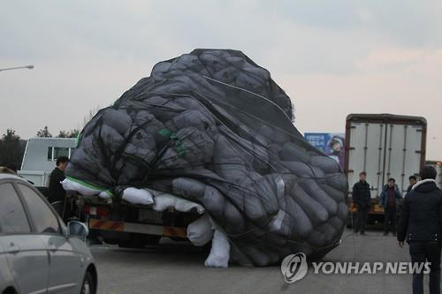In this file photo, truck-loaded goods are transported out of the Kaesong Industrial Complex after the 2016 decision by South Korea to shut it down. (Yonhap)