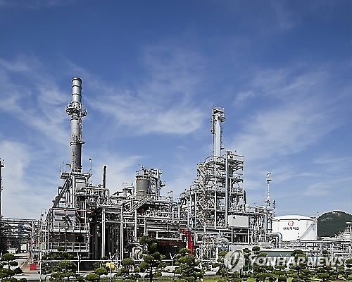 This undated file photo shows Hanwha Chemical Corp.'s plant in Yeosu, South Korea. (Yonhap)