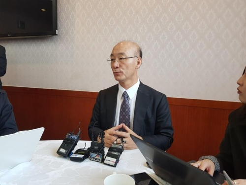 In this photo taken Nov. 10, 2017, KAI President and CEO Kim Jo-won answers questions from reporters in a press meeting held in Seoul. (Yonhap)