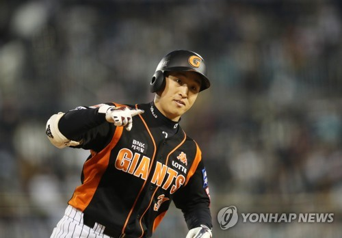 In this file photo taken Oct. 13, 2017, Son A-seop of the Lotte Giants rounds the bases a three-run home run against the NC Dinos in the top of the fifth inning in Game 4 of their Korea Baseball Organization first round postseason series at Masan Stadium in Changwon, South Gyeongsang Province. (Yonhap)
