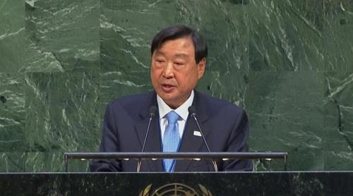 In this photo captured from official U.N. footage, Lee Hee-beom, chief of the PyeongChang Organizing Committee, addresses the U.N. General Assembly in New York on Nov. 13, 2017. (Yonhap)