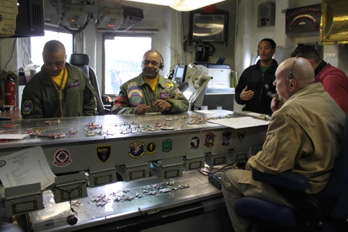 """Lt. Cdr. Terrance Flournoy (2nd from L) demonstrates the """"Ouija board"""" at the flight control center of the USS Ronald Reagan on Nov. 13, 2017. (Yonhap)"""