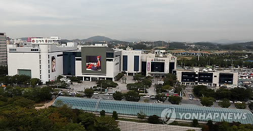 This file photo, dated Sept. 27, 2012, captures the Shinsegae Department Store located at Incheon bus terminal. (Yonhap)