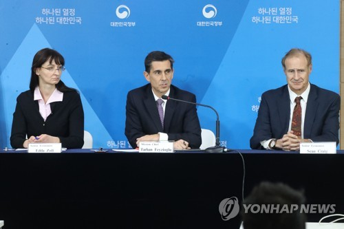 Tarhan Feyzioglu (C), Korea Mission Chief of the IMF, speaks in a news conference at the government building in central Seoul after wrapping up a two-week visit on Nov. 14, 2017. (Yonhap)