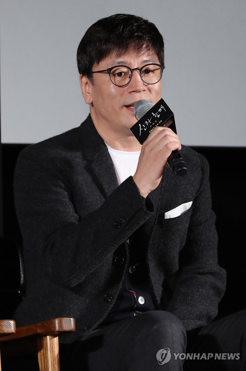 "Director Kim Yong-hwa speaks during a press conference for ""Along With the Gods: The Two Worlds,"" at a Seoul theater on Nov. 14, 2017. (Yonhap)"