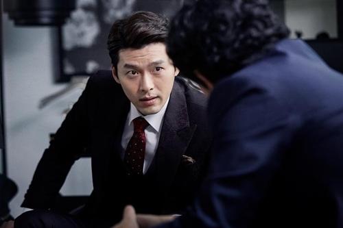 "Actor Hyunbin acts as Ji-seong in ""The Swindlers."" (Yonhap)"