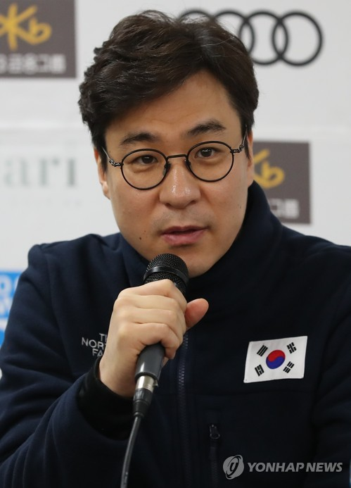 South Korean national short track speed skating head coach Kim Sun-tae speaks at a press conference at Mokdong Ice Rink in Seoul on Nov. 15, 2017, ahead of the International Skating Union (ISU) World Cup Short Track Speed Skating. (Yonhap)