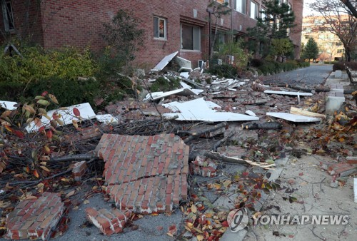 (LEAD) Earthquake strikes southeastern Korea