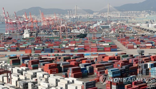 Containers waiting shipment at Busan, South Korea's largest port. (Yonhap)