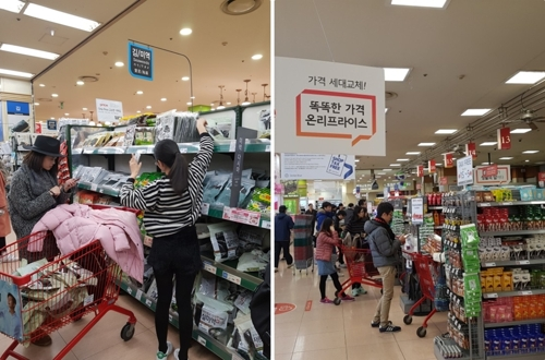 In these photos taken Nov. 16, 2017, Chinese tourists shop for PB products (L) at Lotte Mart's Seoul Station outlet. (Yonhap)