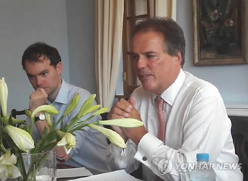 This file photo shows British Minister for Asia and the Pacific Mark Field (R) meeting reporters during a visit to Seoul in August 2017. (Yonhap)