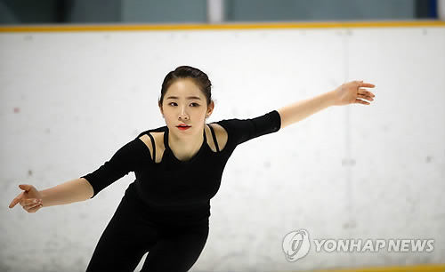 South Korean figure skater Choi Da-bin practices at Mokdong Ice Rink in Seoul on Nov. 30, 2017, ahead of the national qualifying competition for the 2018 PyeongChang Winter Olympics. (Yonhap)