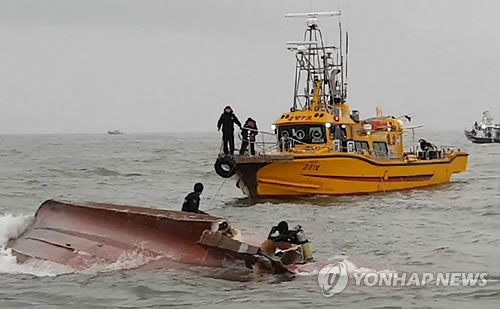 13 killed in S.Korea boat capsize