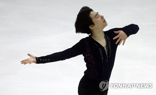 South Korean figure skater Lee June-hyoung performs his free skate program during the second round of the national team trials for the 2018 PyeongChang Winter Olympics at Mokdong Ice Rink in Seoul on Dec. 3, 2017. (Yonhap)