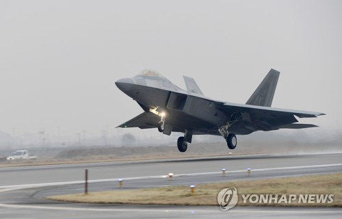 An F-22 Raptor stealth jet takes off from a South Korean Air Force base in Gwangju on Dec. 4, 2017, in this photo provided by the Air Force. (Yonhap)