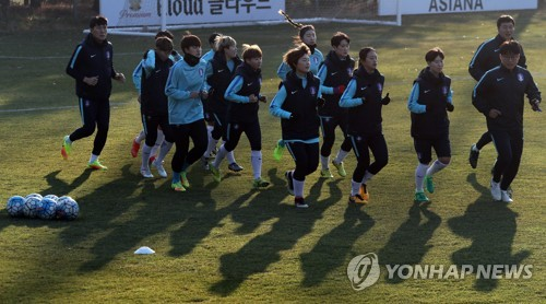 In this file photo taken Nov. 27, 2017, South Korea women's national football team players train at the National Football Center in Paju, north of Seoul. (Yonhap)