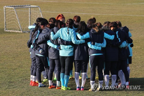 In this file photo taken Nov. 27, 2017, South Korea women's national football team players gather in a circle before training at the National Football Center in Paju, north of Seoul. (Yonhap)