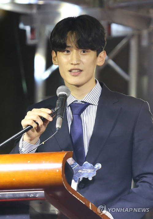 In this photo provided by the World Taekwondo (WT), South Korean taekwondo practitioner Lee Dae-hoon speaks at the 2017 WT Gala Awards in Abidjan, Ivory Coast, on Dec. 4, 2017. (Yonhap)