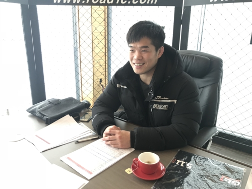 In this photo provided by South Korean MMA promotion Road FC, Kim Dae-hwan works at an office in Wonju, Gangwon Province, on Dec. 4, 2017. (Yonhap)
