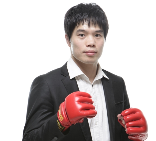 This undated photo provided by South Korean MMA promotion Road FC shows its new CEO Kim Dae-hwan with fighting gloves. (Yonhap)