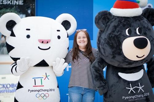 This photo, provided by the Korean Cultural Center in Washington, shows the mascots of the PyeongChang Winter Olympics -- Soohorang (L) and Bandabi. (Yonhap)