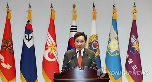 Prime Minister Lee Nak-yon speaks during a graduation ceremony at National Defense University on Dec. 7. (Yonhap)