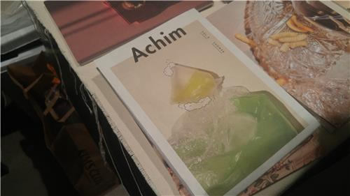 """The quarterly lifestyle magazine """"Achim"""" is on display at the Seoul Art Book Fair """"Unlimited Edition 9"""" on Dec. 2, 2017. (Yonhap)"""