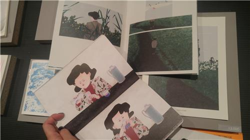 """Park Hye-mi's illustration books are on display at the Seoul Art Book Fair """"Unlimited Edition 9"""" on Dec. 2, 2017. (Yonhap)"""