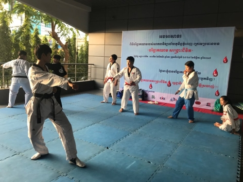 Cambodian students practice Taekwondo at the Cambodia-Korea Cooperation Center. (Yonhap)