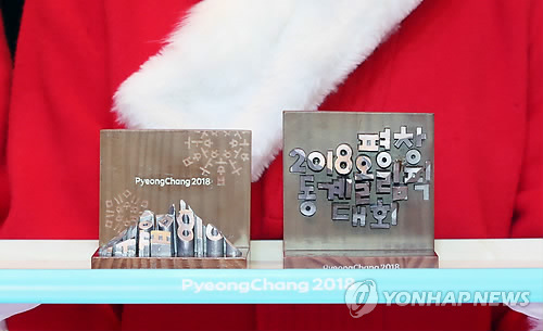 Wooden artifacts that will be presented to the medalists at the PyeongChang Winter Olympic Games are displayed at an event in Seoul on Dec. 27, 2017. (Yonhap)