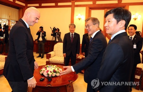 In this file photo taken on June 12, 2017, Korea Football Association (KFA) President Chung Mong-gyu (R) attends a meeting with South Korean President Moon Jae-in (C) and FIFA President Gianni Infantino at Cheong Wa Dae in Seoul. (Yonhap)