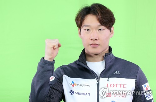 South Korean alpine snowboarder Lee Sang-ho poses for a photo at a media event in PyeongChang, Gangwon Province, on Dec. 29, 2017. (Yonhap)