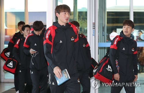 This file photo taken Jan. 3, 2017, shows FC Seoul players arriving at Incheon International Airport in the city, located west of Seoul. (Yonhap)
