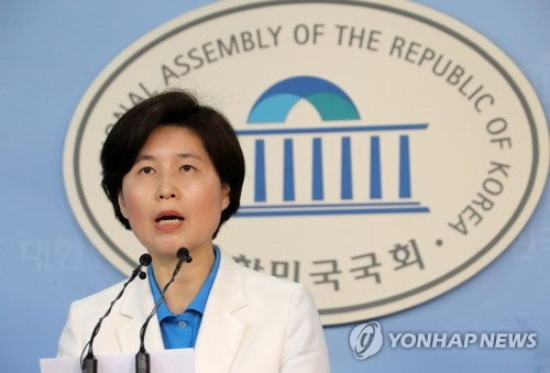 This photo, taken Sept. 24, 2017, shows Back Hye-ryun, the spokeswoman of the ruling Democratic Party, speaking during a press conference at the National Assembly in Seoul. (Yonhap)