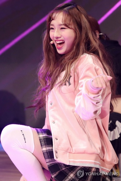 """K-pop singer Kriesha Chu performs on stage during a media showcase for her new EP album """"Dream of Paradise"""" at Ilji Art Hall in southern Seoul on Jan. 3, 2017. (Yonhap)"""