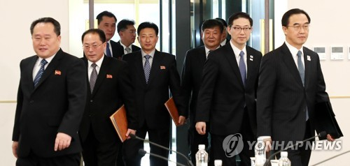 This photo, taken by the Joint Press Corps on Jan. 9, 2018, shows South Korea's and North Korea's delegations walking to the venue for their high-level talks. (Yonhap)
