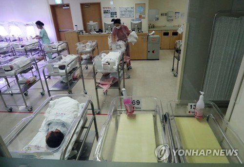 This file photo, taken on March 20, 2017, shows an infant unit of a hospital in Seoul. (Yonhap)