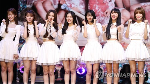 """K-pop group Oh My Girl pose for photos during a media showcase for its fifth EP, """"Secret Garden,"""" at Shinsegae Mesa Hall in central Seoul on Jan. 9, 2018. (Yonhap)"""