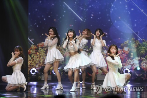 """K-pop group Oh My Girl performs on stage during a media showcase for its fifth EP, """"Secret Garden,"""" at Shinsegae Mesa Hall in central Seoul on Jan. 9, 2018. (Yonhap)"""