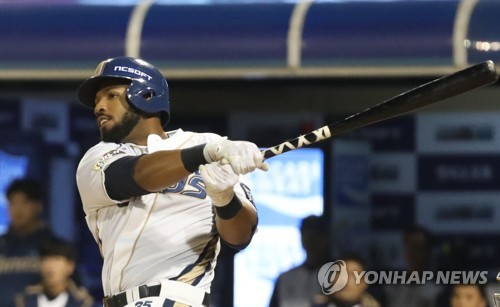 In this file photo taken on Oct. 20, 2017, Xavier Scruggs of the NC Dinos gets a hit against the Doosan Bears in the bottom of the third inning of the clubs' Korea Baseball Organization postseason game at Masan Stadium in Changwon, South Gyeongsang Province. (Yonhap)
