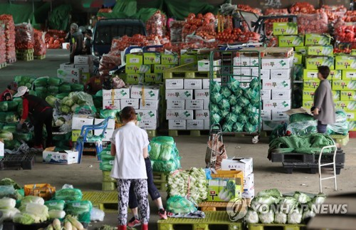 A file photo of Garak Market, which is located in southeastern Seoul and specializes in agricultural products. (Yonhap)