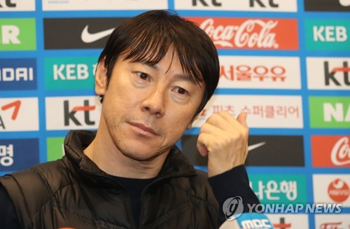 In this file photo taken on Jan. 5, 2018, South Korean men's football head coach Shin Tae-yong listens to a reporter's question at Incheon International Airport, after returning from a scouting trip to Europe. (Yonhap)