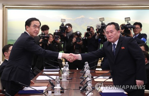 This photo, taken by the Joint Press Corps on Jan. 9, 2018, shows South Korea's chief delegate Cho Myoung-gyon (L) shaking hands with his North Korean counterpart Ri Son-gwon before their high-level talks between South and North Korea at the border village of Panmunjom. (Yonhap)