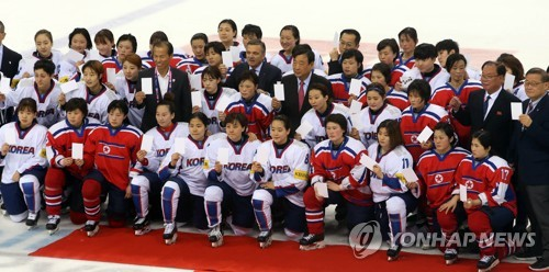 In this file photo, taken April 6, 2017, players from both South Korea and North Korea pose for group pictures after their game at the International Ice Hockey Federation Women's World Championship Division II Group A tournament at Gangneung Hockey Centre in Gangneung, Gangwon Province. (Yonhap)