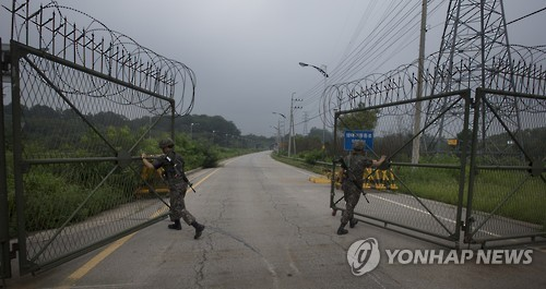 This file photo shows a land route in the western part of South Korea that leads to the now-shuttered joint industrial complex in North Korea's border city of Kaesong. (Yonhap)